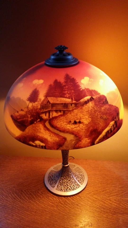 I love not only the scene on this lamp, but the lamp base.